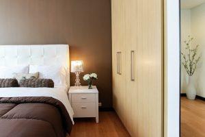 Rodzaje garderoby – elegancka szafa