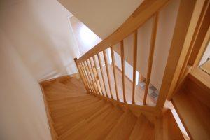 Na co zwrócić uwagę wybierając schody?