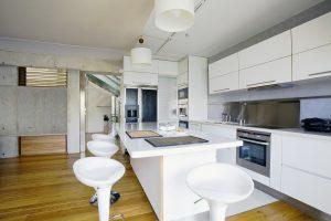 Duża kuchnia – na co zwrócić uwagę przy projektowaniu