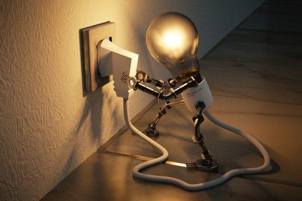 3 pomysły na perfekcyjne oświetlenie salonu