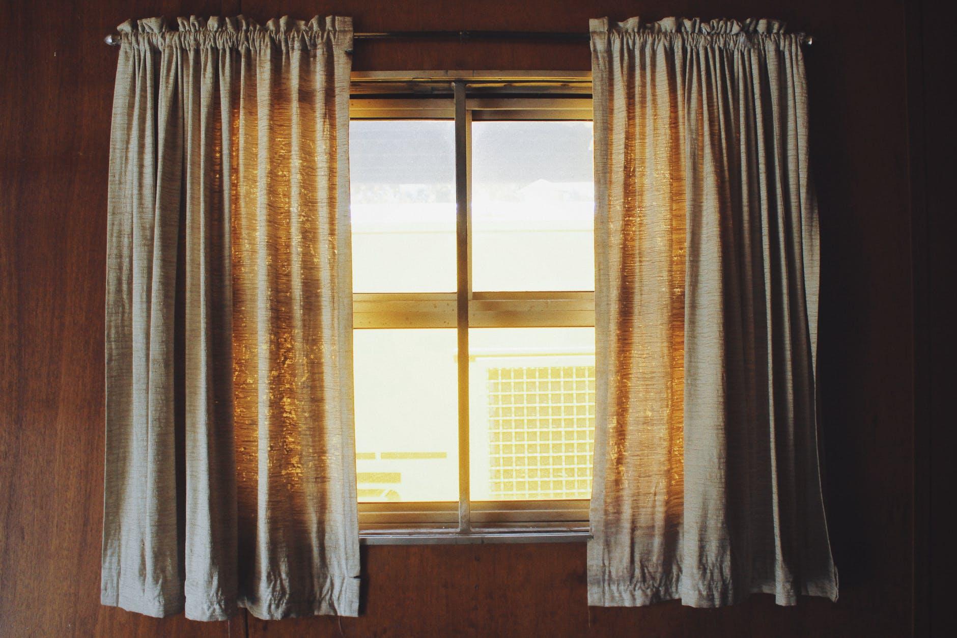 Zasłony i firany – sposób na wiosenne (i nie tylko) odświeżenie okien