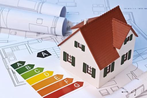 Czy wybór materiałów izolacyjnych przekłada się na efekty ocieplenia budynku?